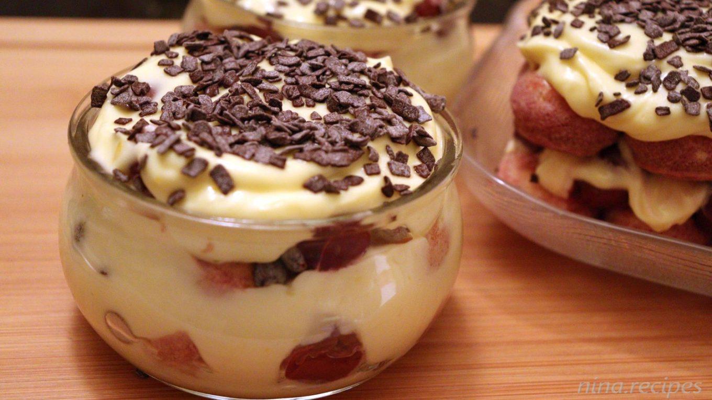 Sour cherry tiramisu with chocolate pieces