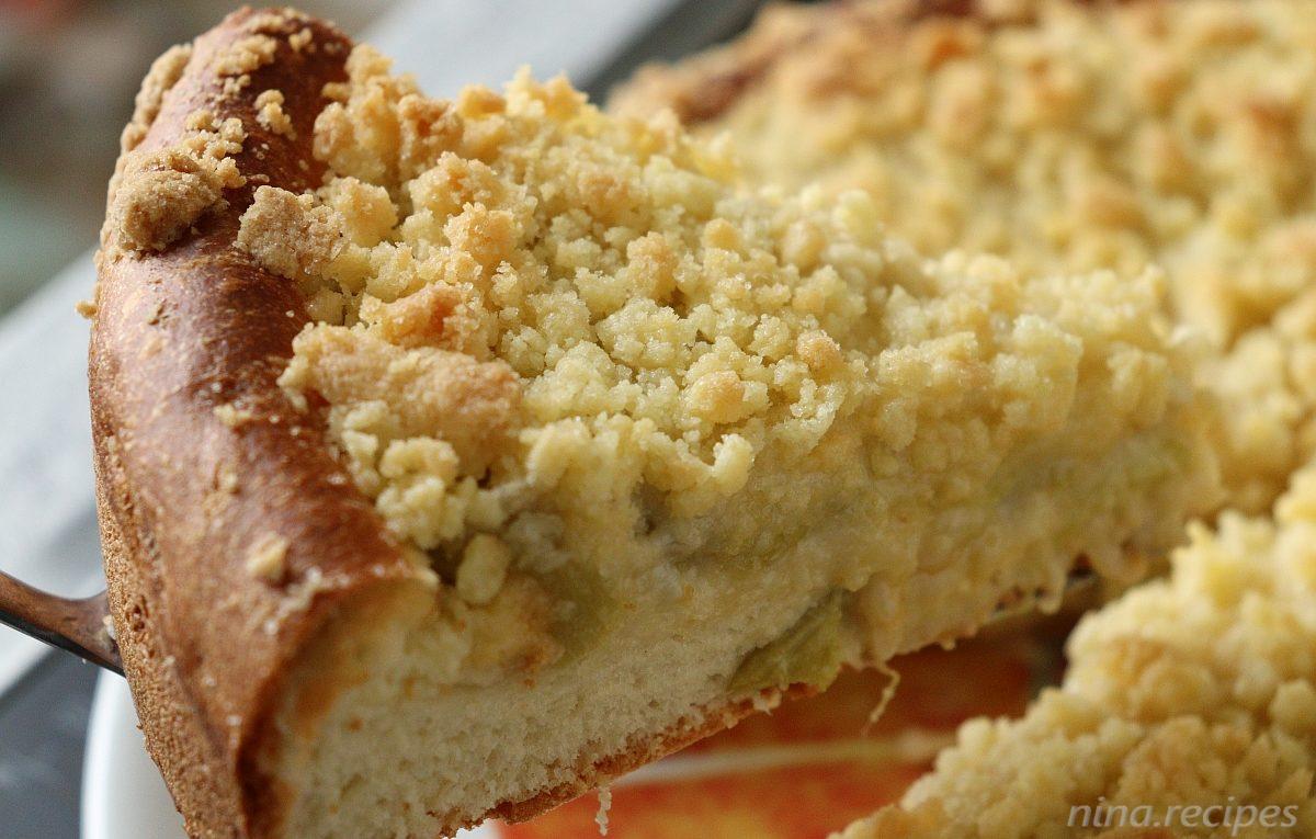 Rhubarb Crumble Cake - Rhabarber Streuselkuchen